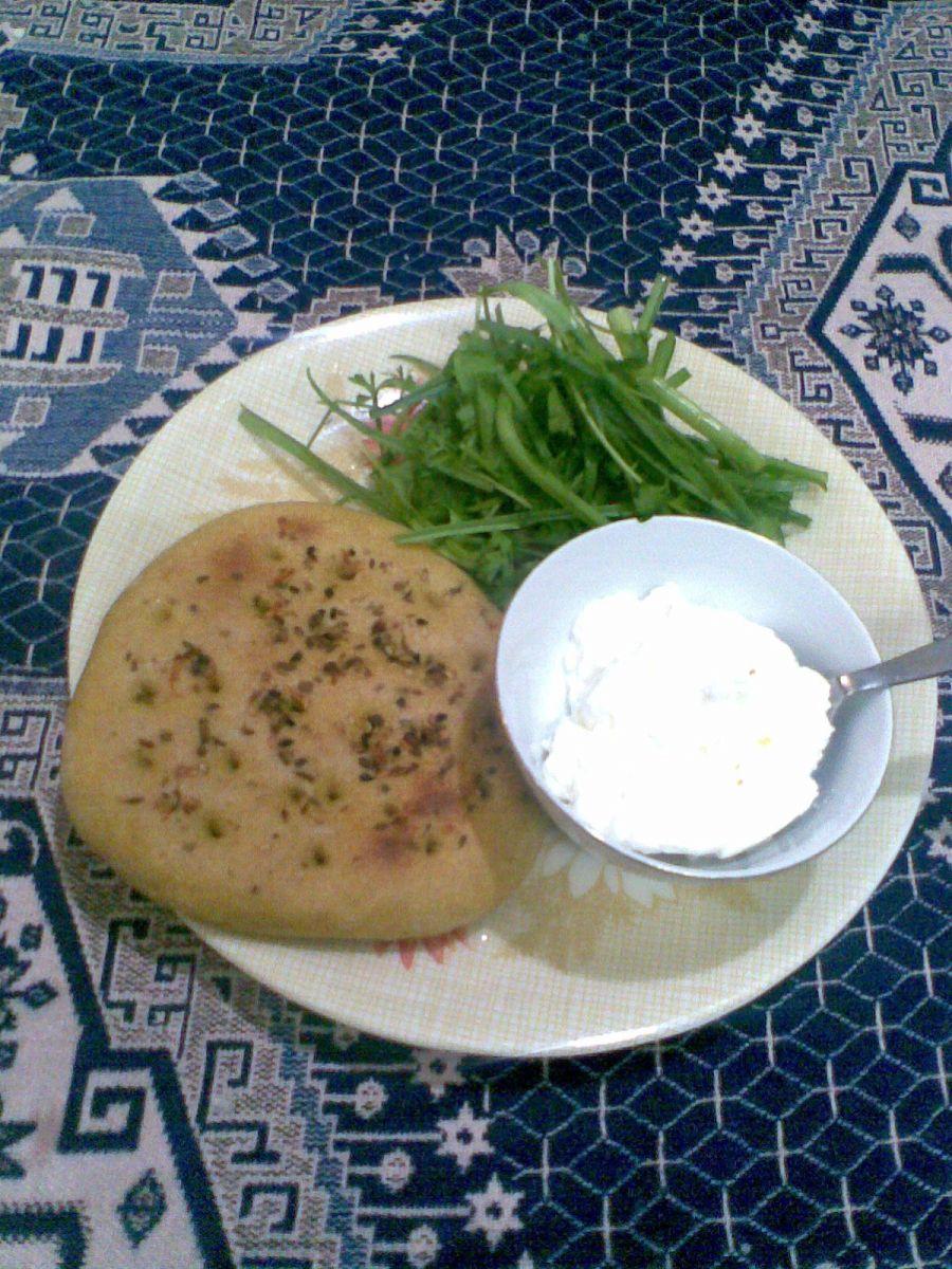 نان و ماست و سبزی
